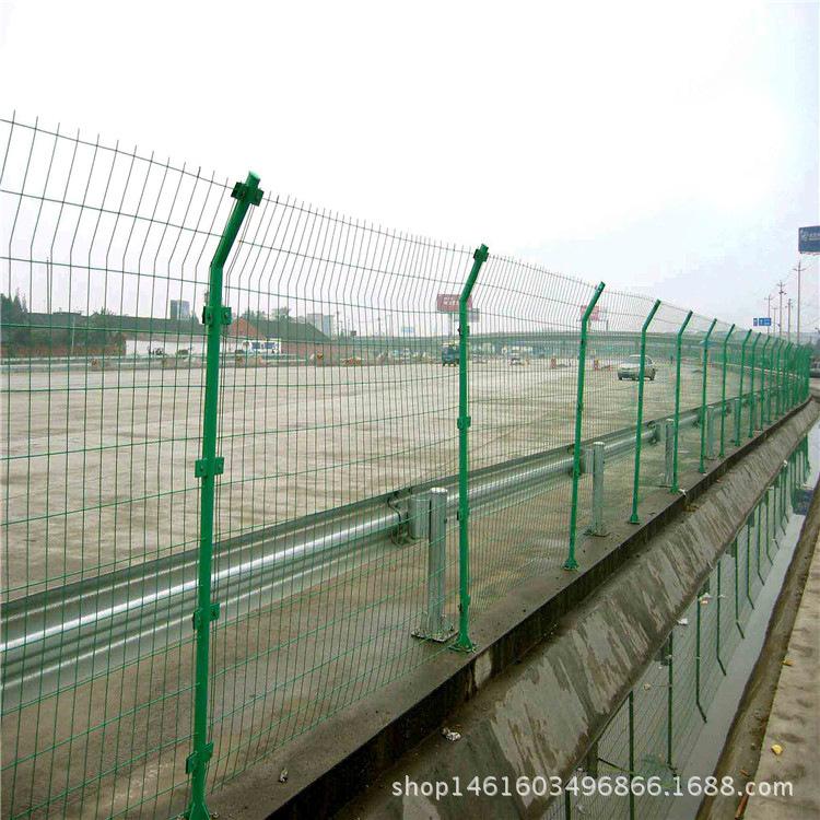 安平厂家认证:框架隔离栅、常年生产高速公路护栏网铁丝网护栏网